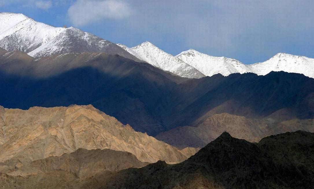 Resultado de imagem para subir a montanha caminhando himalaia