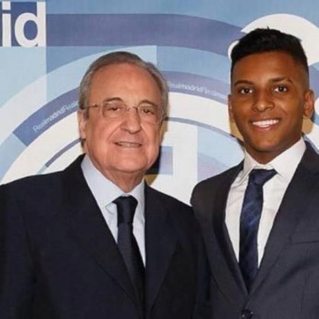 Rodrygo com Florentino Perez, presidente do Real Foto: Reprodução/Twitter