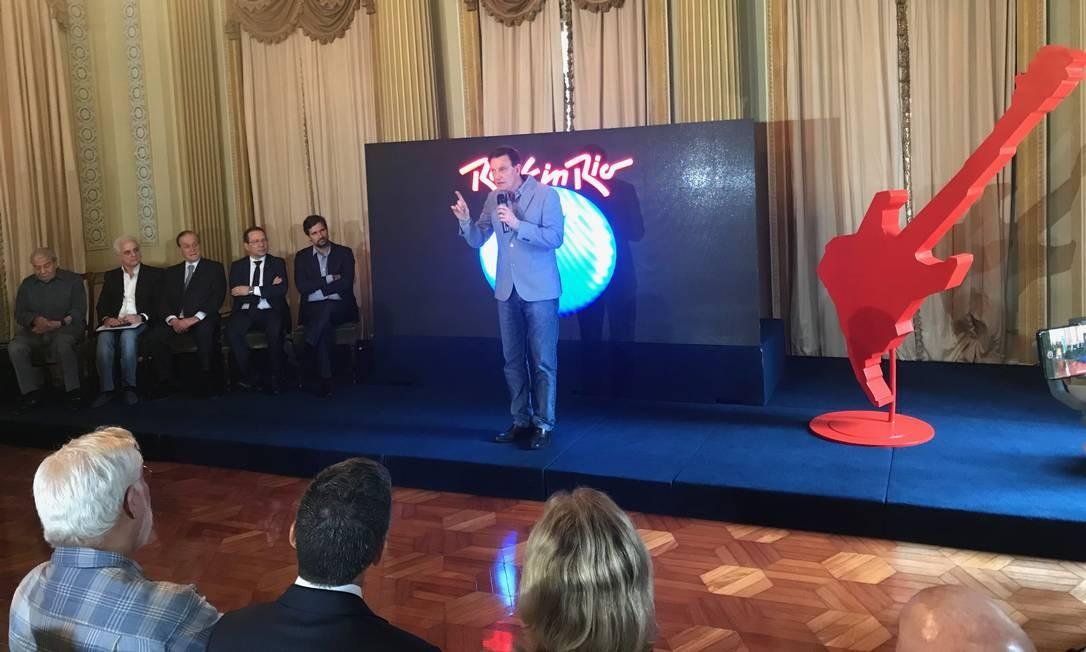 Prefeito Marcelo Crivella assinou documento que garante o Rock In Rio também em 2021 Foto: Gilberto Porcidonio
