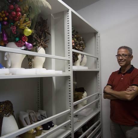 O diretor do museu César Balbi: 25 anos na missão de cuidar do acervo da estrela Foto: Emily Almeida / Agência O Globo