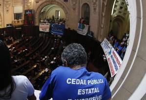 Servidores da Cedae acompanham sessão na Alerj. Arquivo: 05/12/2018 Foto: Marcelo Theobald / Marcelo Theobald/29-11-2018