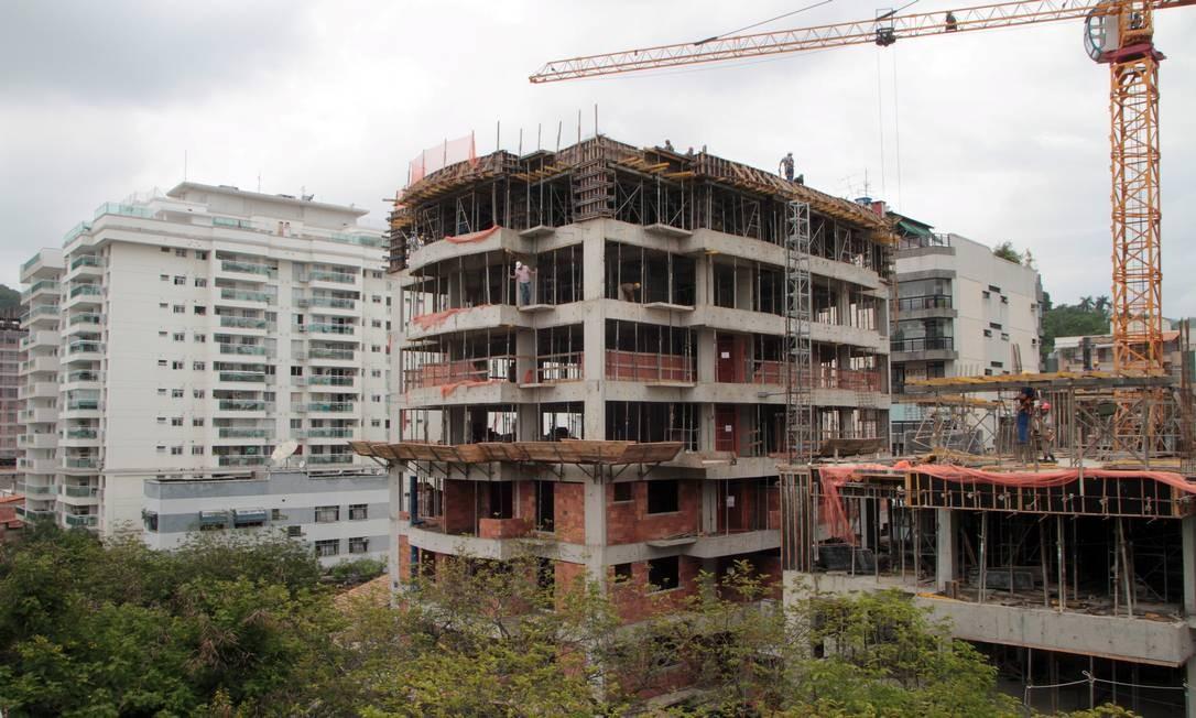 Imóvel em construção em Niteroi Foto: Fernanda Dias / Agência O Globo
