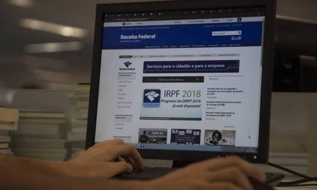 Site da Receita Federal: órgão se comunica com contribuintes por meio do e-CAC Foto: / Alexandre Cassiano - Agência O Globo