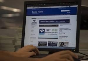 Site da Receita Federal: órgão se comunica com contribuintes por meio do e-CAC Foto: Alexandre Cassiano - Agência O Globo