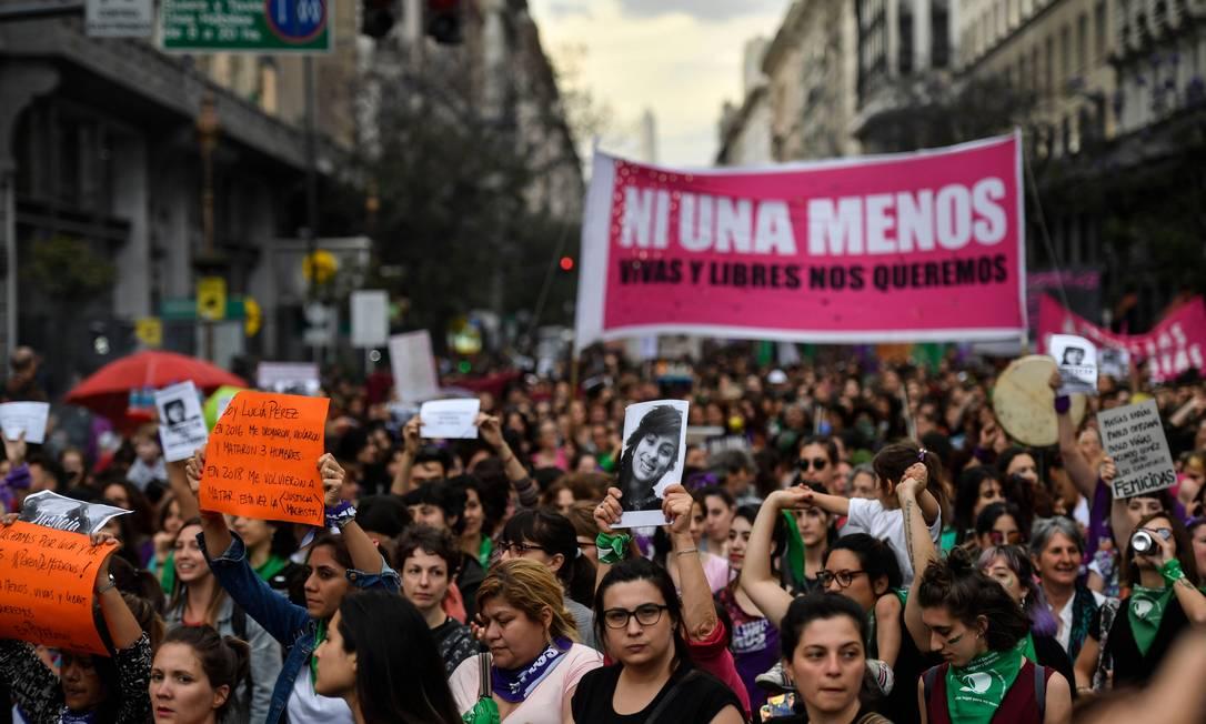 Protesto em Buenos Aires, na Argentina, a favor de condenação de homem acusado de feminicídio Foto: Alejandro Sabta Cruz / AFP/5-12-2018