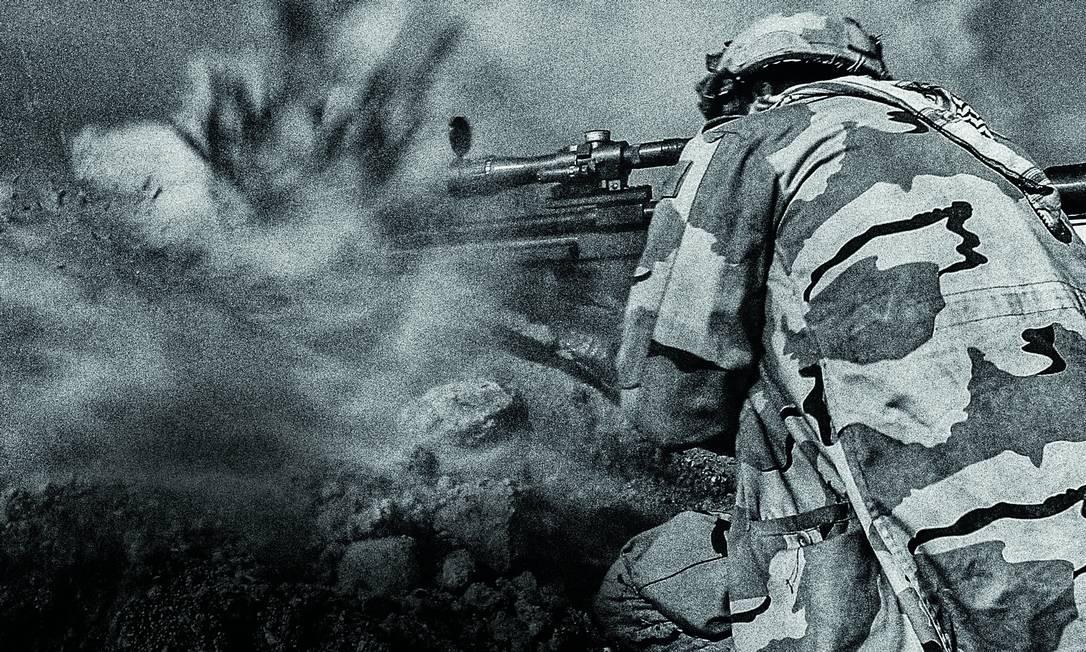 Atirador de elite das Forças Armadas iraquianas dispara contra soldados do Estado Islâmico, ao sul de Mossul. As Forças iraquianas recuperaram parte da cidade, mas as lutas sangrentas ainda estavam por vir (Foto: Yan Boechat/ÉPOCA) 27/01/2017 SYSTEM / Agência O Globo