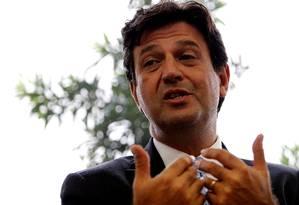 O deputado federal e futuro ministro da Saúde, Luiz Henrique Mandetta, duranre entrevista Foto: Jorge William / Agência O Globo