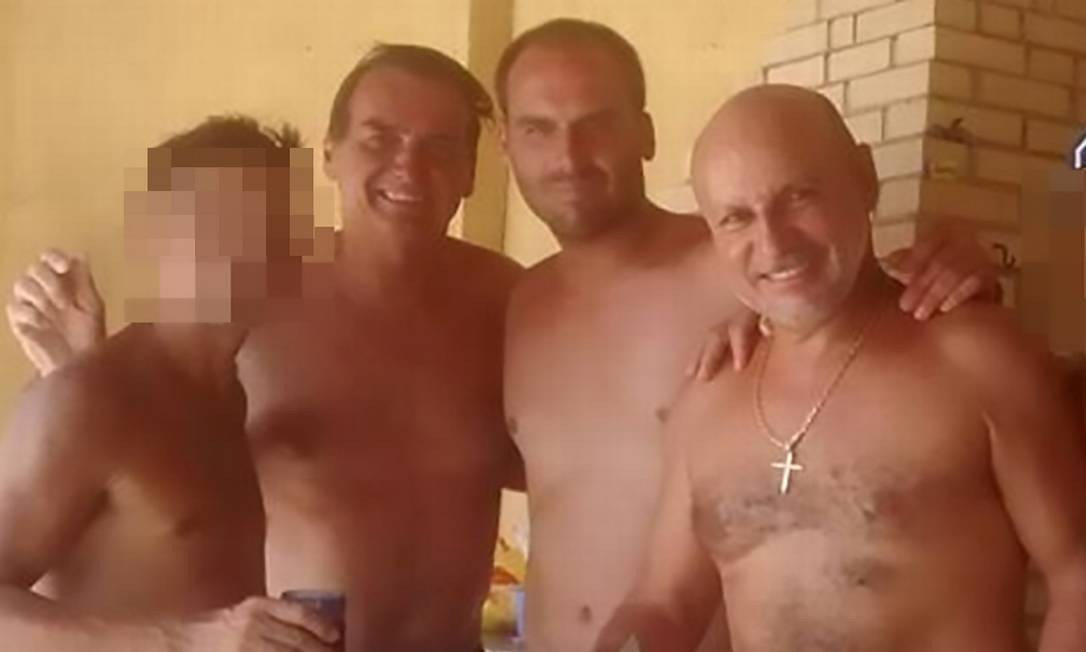 Jair Bolsonaro, Eduardo Bolsonaro e o assessor Fabrício Queiroz Foto: Reprodução