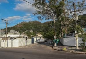 Na esquina da Rua Armando Lopes com Avenida Prefeito Silvio Picanço, em Charitas, serão erguidos dois condomínios de alto padrão. Foto: Marcelo Regua / Agência O Globo