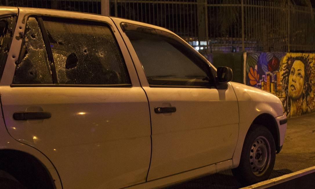 Carro usado na reconstituição do assassinato: investigação já dura nove meses Foto: Ricardo Cassiano / Agência O Globo