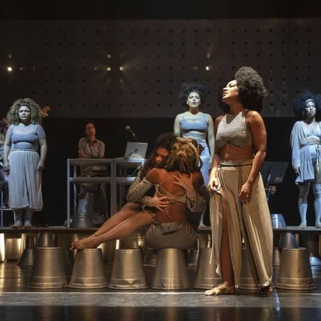 Cena do musical 'Elza' Foto: Divulgação/Leonardo Aversa