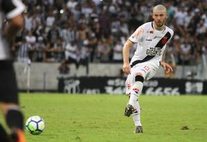 Luiz Gustavo jogou improvisadamente na lateral em 2018 Foto: Gregório Jr/Vasco.com.br/2-12-2018 / Gregório Jr/Vasco.com.br/2-12-2018