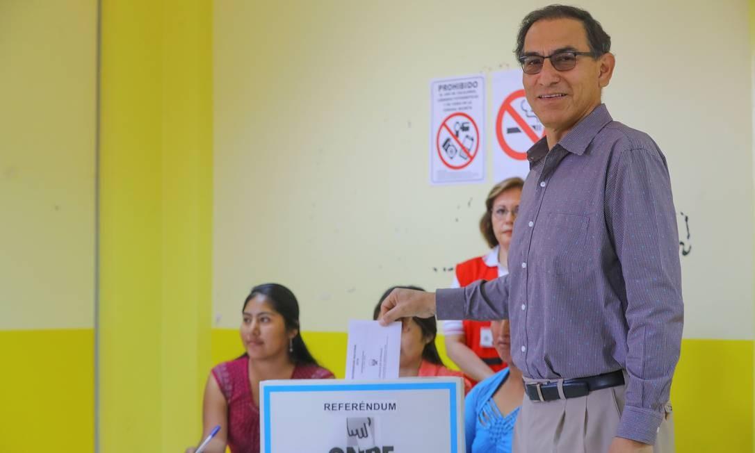 Presidente peruano, Martín Vizcarra, vota no referendo nacional, em Lima Foto: HANDOUT / REUTERS