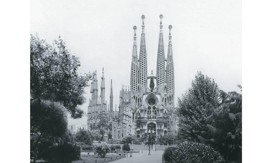 A igreja da Sagrada Família, em Barcelona, projetada por Antoni Gaudí. As obras começaram em 1882 e só devem acabar em 2026 Foto: Werner Cohnitz/ullstein bild / Getty Images