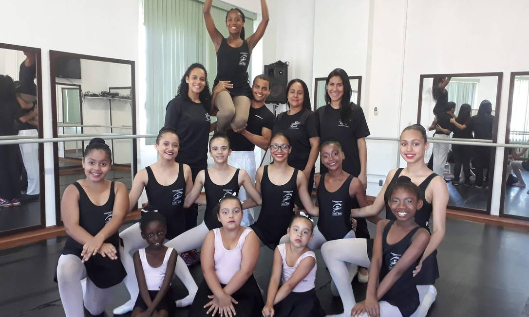 Companhia Dançando Para Não Dançar reúne 50 meninas de comunidade do Rio Foto: Divulgação