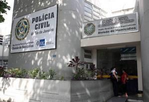Fachada da Divisão de Homicídios da capital, na Barra da Tijuca Foto: Arquivo