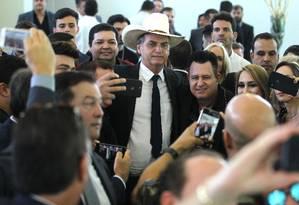 O presidente eleito, Jair Bolsonaro, no Clube do Exército para almoçar com amigos e artistas sertanejos Foto: Jorge William / Agência O Globo