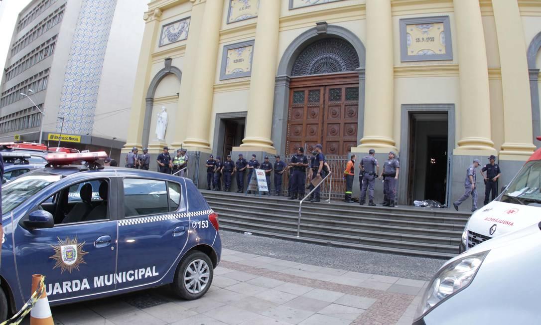 Ataque em Catedral de Campinas, no Centro da cidade de Campinas (SP), deixou ao menos cinco mortos, no começo da tarde desta terça-feira (11) Foto: Denny Cesare / Agência O Globo