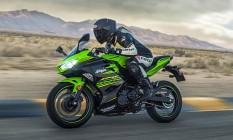 A Ninja 400 é vendida nas versões standard, de R$ 24 mil e KRT, por R$ 25 mil, que tem adesivos mais transados Foto: divulgação