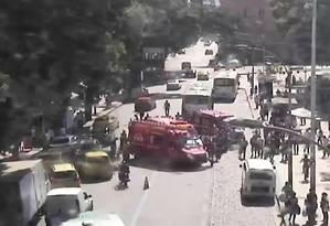 Idosa morre ao ser atropelada por ônibus no Centro do Rio Foto: Reprodução