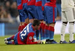 Schennikov, do CSKA, deitou atrás da barreira Foto: a / Reprodução