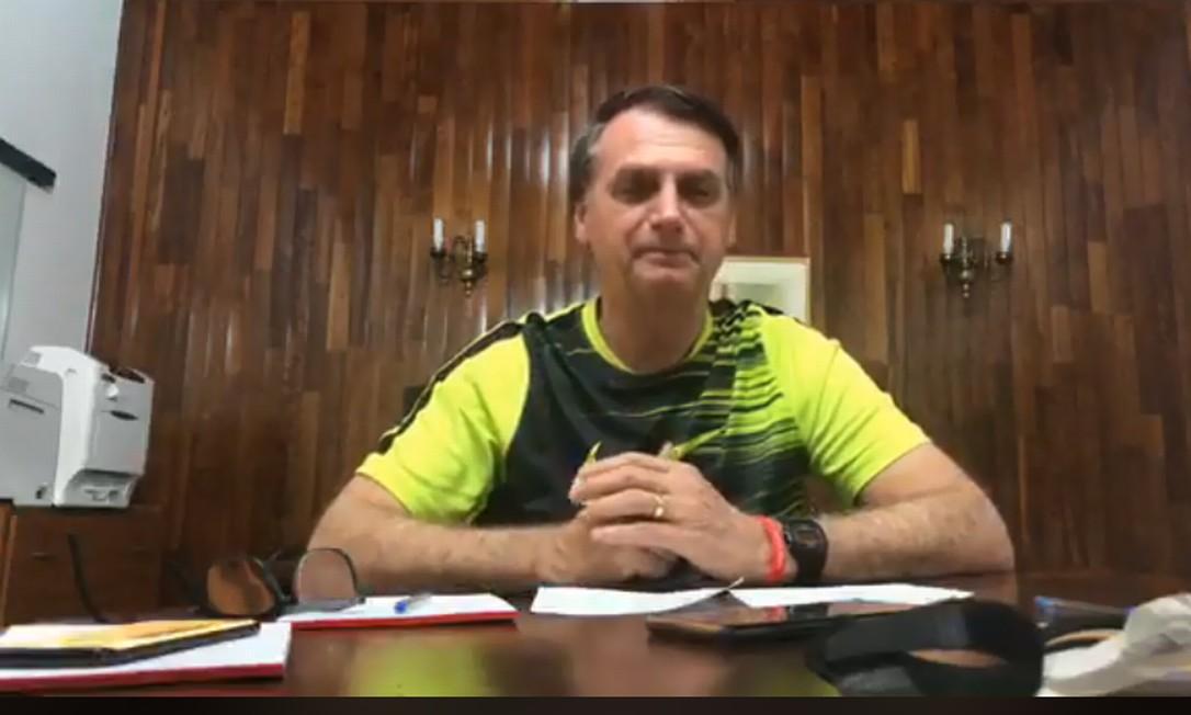 O presidente eleito Jair Bolsonaro em transmissão pelo Facebook Foto: Reprodução do Facebook
