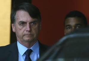 Bolsonaro deixa o Centro Cultural Banco do Brasil, em Brasília, sede da equipe de transição Foto: Jorge William / Agência O Globo/12-12-2018