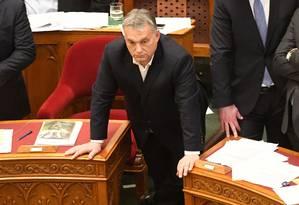 Primeiro-ministro húngaro, Viktor Orbán, participa de sessão no Parlamento, em Budapeste Foto: ATTILA KISBENEDEK / AFP