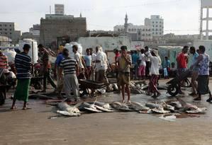 Em novembro de 2018, pescadores iemenitas no porto de Hodeida, na costa do Mar Vermelho Foto: STR / AFP