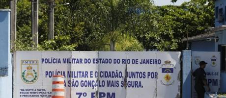 Fachada do batalhão da Policia Militar, onde foram presos, PMs que levaram carga roubada Foto: Pablo Jacob / Agência O Globo