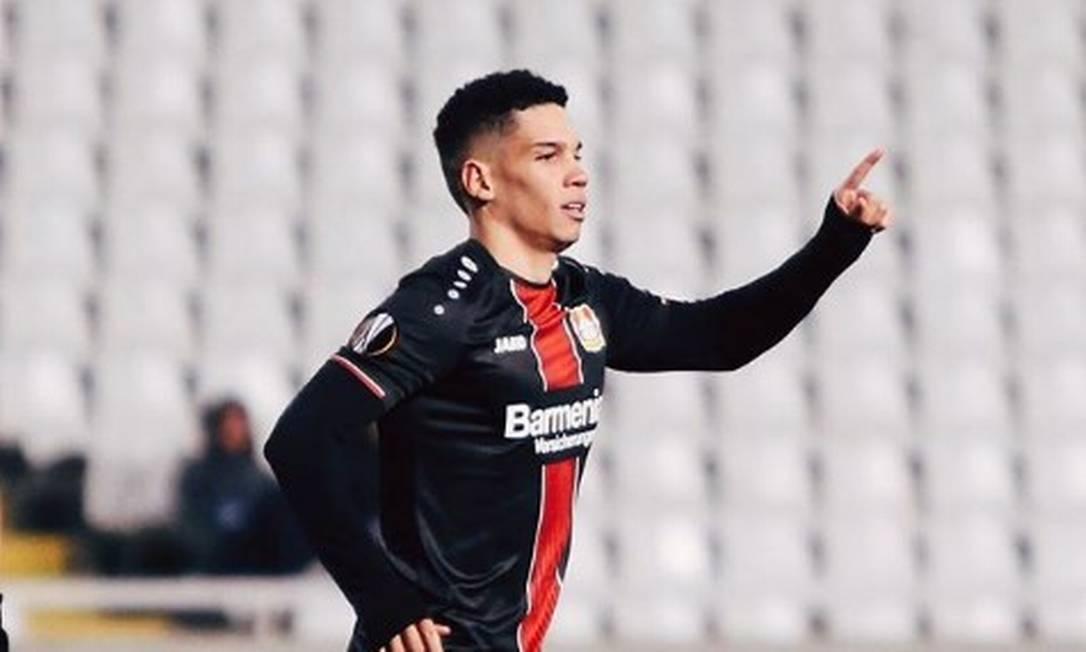 Paulinho comemora seu primeiro gol pelo Bayer Leverkusen Foto: Divulgação
