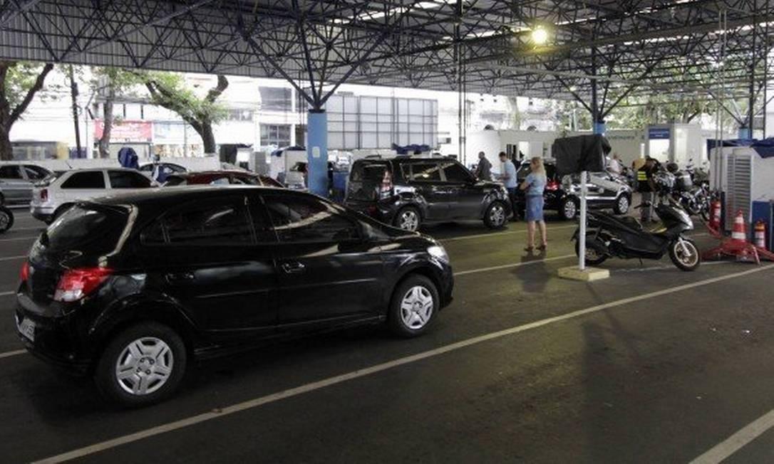 Alerj aprova lei que acaba com a vistoria obrigatória de veículos feita pelo Detran-RJ Foto: Agência O Globo