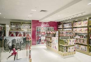 Bonecas Barbie em exibição em uma nova loja da F.A.O. Schwarz, no Rockefeller Center, em Manhattan Foto: HARUKA SAKAGUCHI / NYT