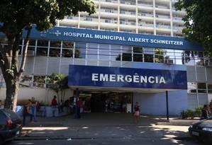 Fachada do Hospital Albert Schweitzer, na Zona Oeste, uma das unidades onde a organização fez contratos no valor de R$ 605 milhões Foto: Fabiano Rocha / Agência O Globo