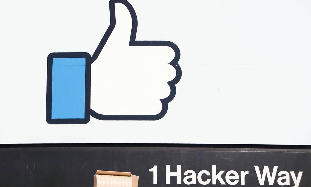 """Facebook disse """"lamentar"""" o ocorrido e vai pedir que desenvolvedores apaguem fotografias Foto: JOSH EDELSON / AFP"""