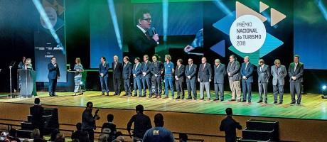 Empresários e gestores públicos foram reconhecidos como os líderes do turismo Foto: Fábio Cordeiro / Premiação