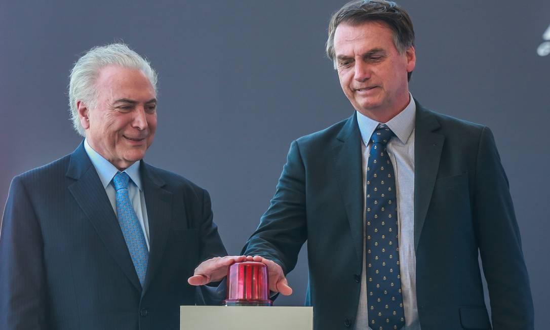 Michel Temer e Jair Bolsonaro no batismo e lançamento ao mar do Submarino Riachuelo Foto: Marcelo Regua / Agência O Globo