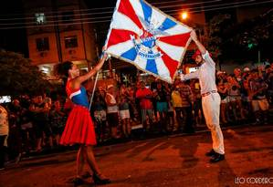 Phelipe Lemos e Dandara Ventapane, casal de mestre-sala e porta-bandeira da Ilha Foto: Leo Cordeiro /Divulgação