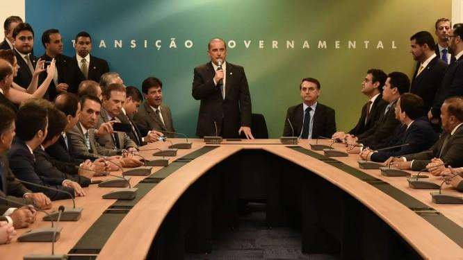 O presidente eleito Jair Bolsonaro e o ministro extraordinário Onyx Lorenzoni se reúnem com bancada do DEM Foto: Rafael Carvalho/Divulgação