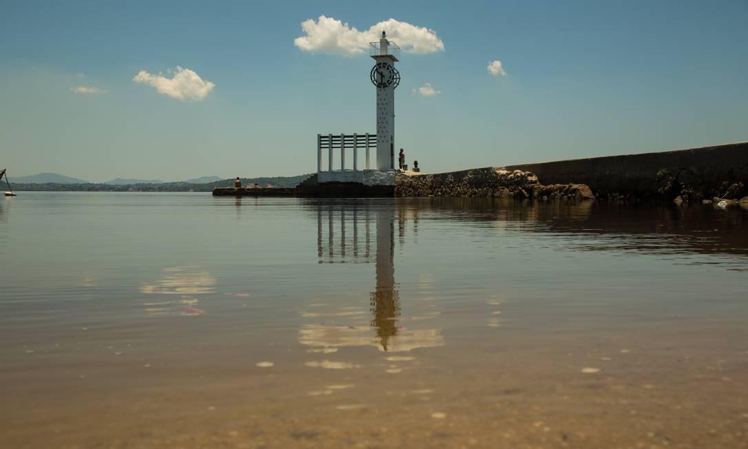 Farol com o relógio da Mesbla na Ilha de Paquetá é uma das dicas Foto: Brenno Carvalho / Agência O Globo
