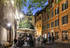 O Bar del Fico é a combinação de bistrô e bar onde se pode provar um dos melhores Negronis de Roma Foto: Susan Wright/The New York Times