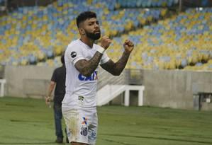 Gabigol comemora no Maracanã Foto: Terceiro / Agência O Globo