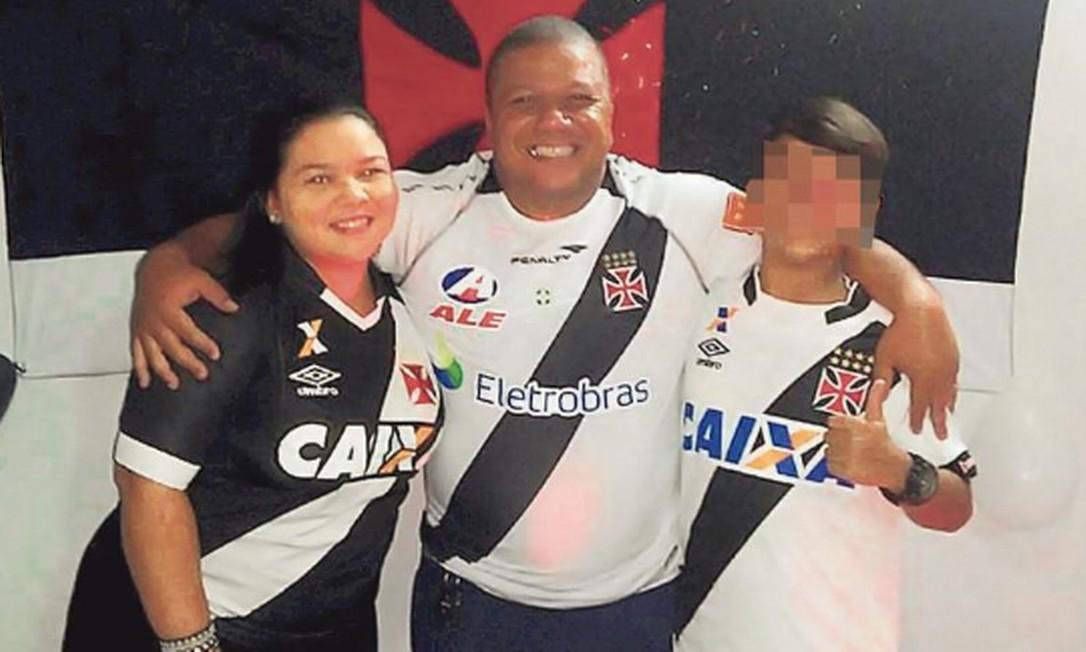 Márcio Gerbatim com a enteada, que foi indicada para trabalhar no gabinete de Flávio Bolsonaro Foto: Reprodução