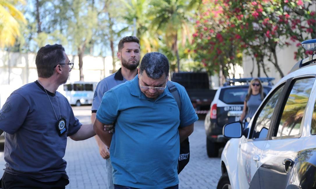 Operação Alameda. Domício Mascarenhas chega à Cidade da Polícia, após ser preso, na segunda-feira, em desdobramento da Operação Lava-Jato Foto: Marcia Foletto / Agência O Globo