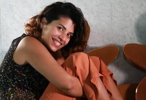 A jornalista Karina Merencio teve um linfoma e, na sua recuperação, passou a ver o mundo de forma positiva Foto: Marcelo Regua / Agência O Globo