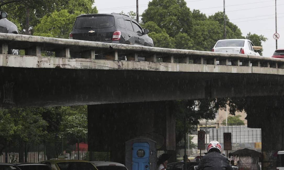 Má conservação do Viaduto Castro Alves, no Méier, preocupa motoristas