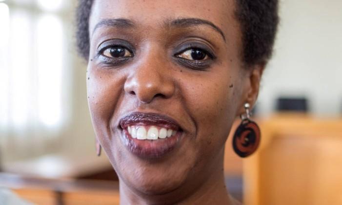 Diane Shima Rwigara, crítica do presidente de Ruanda, tentou concorrer à Presidência em 2017 e acabou presa Foto: JEAN BIZIMANA / REUTERS