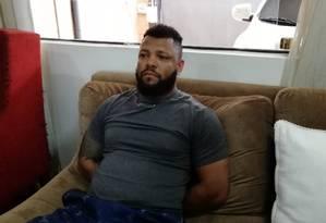 O traficante Carlos Eduardo Sales Cardoso, o Capilé, chefe do tráfico de Acari, foi preso no Paraguai neste sábado Foto: Secretaria Nacional Antidrogas do Paraguai / Divulgação