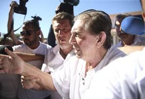O médium João de Deus chegando à Casa de Dom Inácio de Loyola, em Abadiânia, na última quarta-feira, em sua primeira e única aparição pública após as denúncias de abuso sexual virem à tona Foto: Marcelo Camargo/Agência Brasil