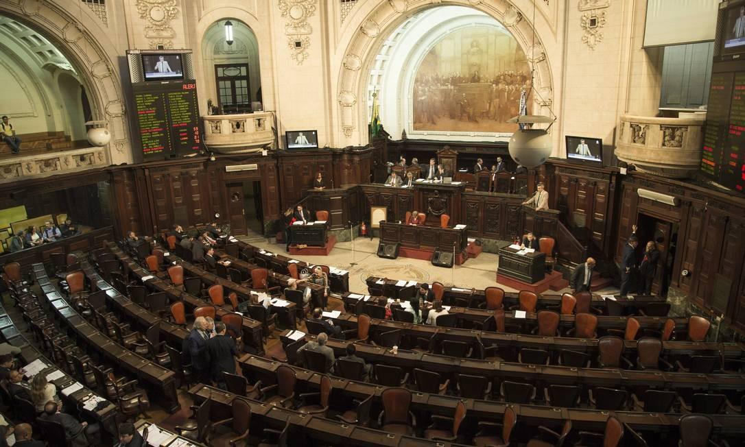 O plenário da Alerj Foto: Guito Moreto / Agência O Globo
